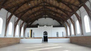Die Heute unter Denkmalschutz stehende Reithalle mit eingelegtem Boden für eine Festlichket.