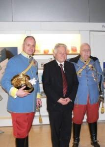 Der Landeshauptmann von OÖ mit dem Regimentskommandanten Obst iTr Kons. Johann M. Eckhardt von Eckenfeld und seinem Sohn Alexander Sascha....